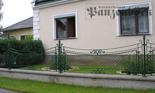 Handgefertigter Krippgitter-Zaun
