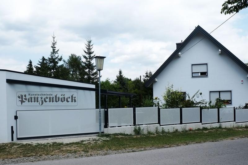 Lochblechzaun Schiebetor freitragend