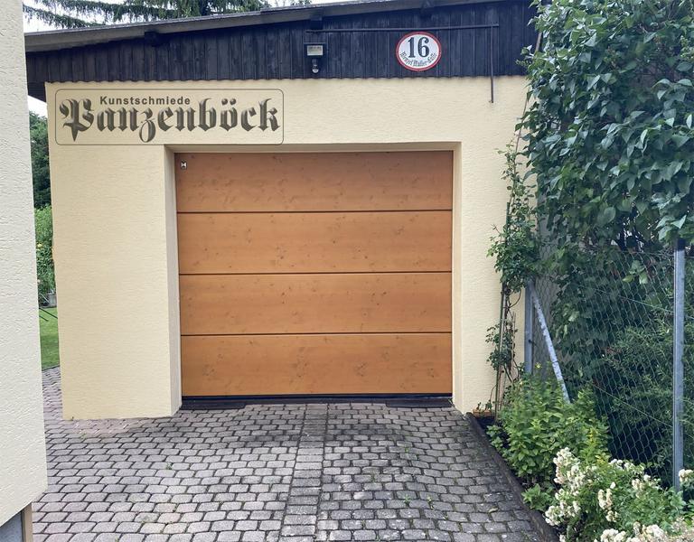 Hörmann Garagensektionaltor LPU40 mit Holzauflage ohne Motivfräsung